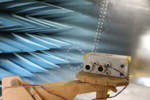Entwicklungsbegleitende EMV-Prüfung eines elektronischen Gerätes in der GTEM-Zelle im EMV-Labor bei HESCH