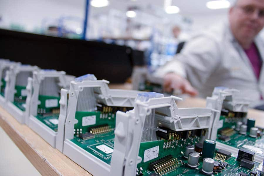 Electronic components in production HESCH