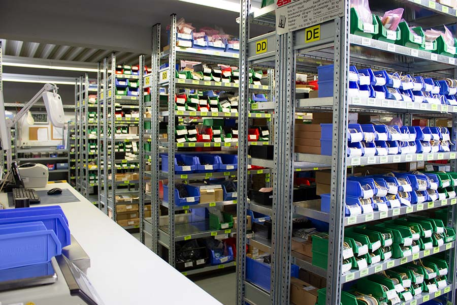 Electronic components in the well-stocked warehouse of HESCH